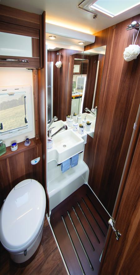 Autoroller746bathroom.jpg