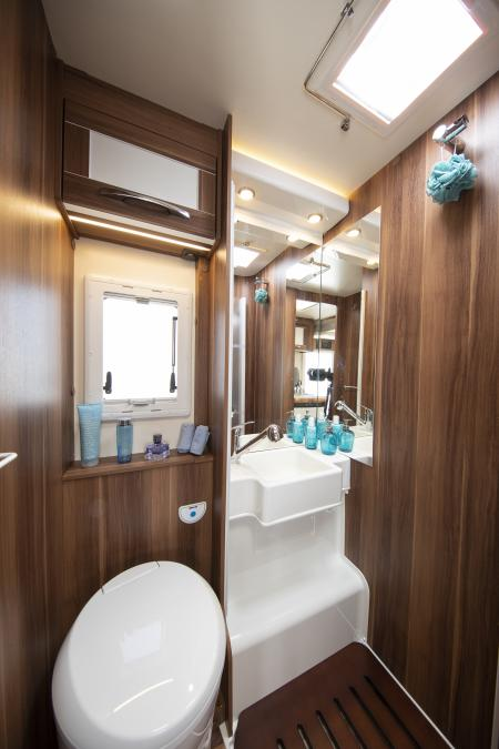 Autoroller747bathroom.JPG